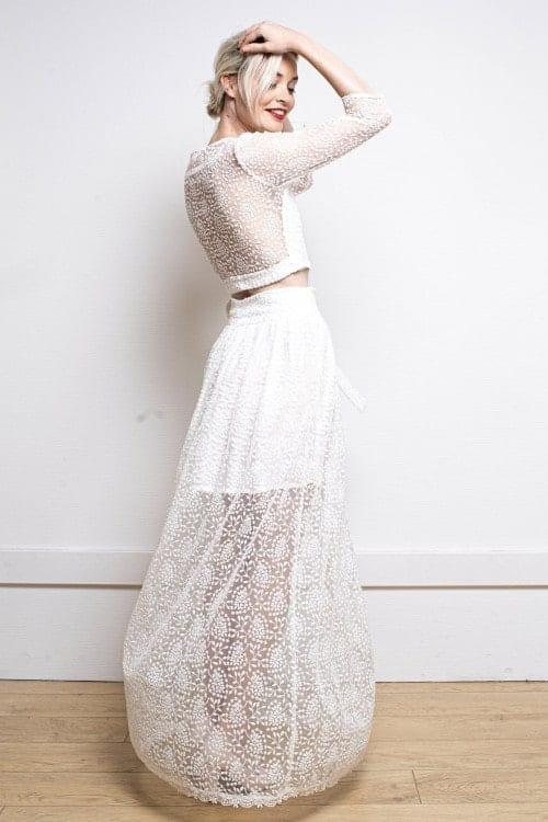 Robe de sites d'achat de robe de mariée, portant une robe en plumetis