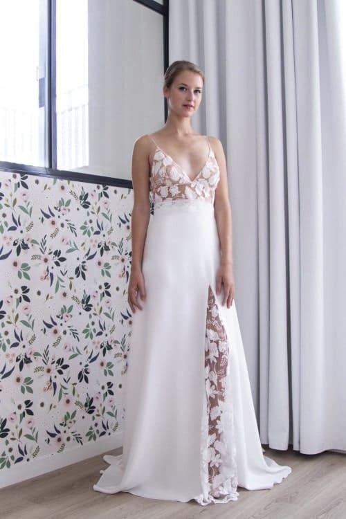 robe de mariée élégante en dentelle et fendue devant
