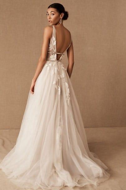 Mairée portant une robe BHLDN