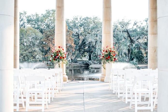 cérémonie de mariage près de l'eau