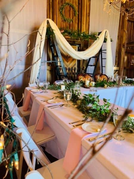 table pour réception de mariage à thème