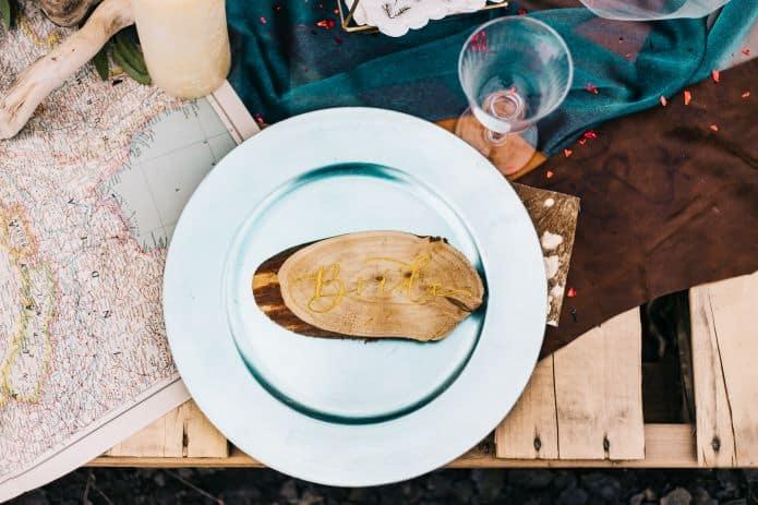 place de la mariée à la table d'honneur du mariage
