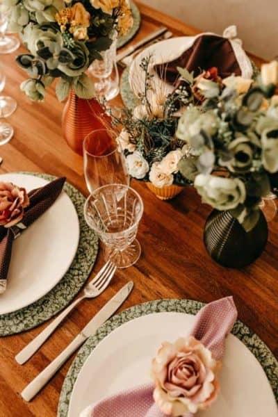 table pour réception mariage, idée de thème automne
