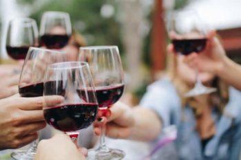 Combien de Bouteilles de Vin faut-il Prévoir pour un Mariage?