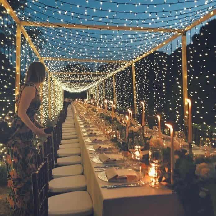 banquet de mariage nocturne avec rideau de lumière
