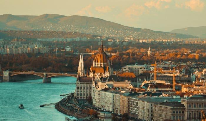 vue de la ville et du fleuve à budapest