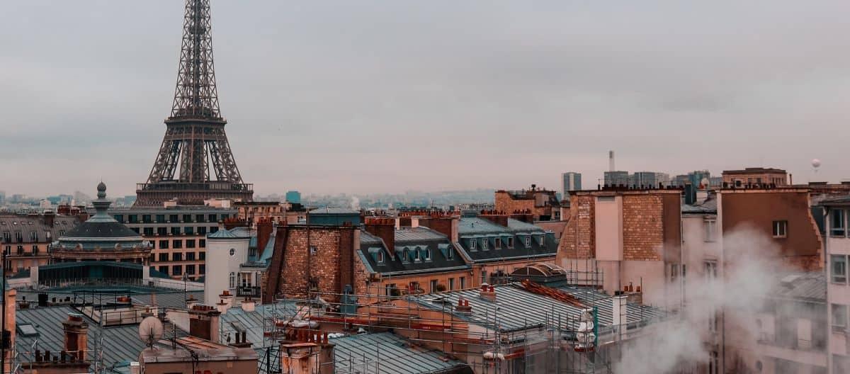 photo de la tour effeil et des toits de paris