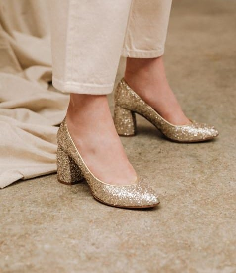 accessoire pour mariée chaussure à paillettes dorées