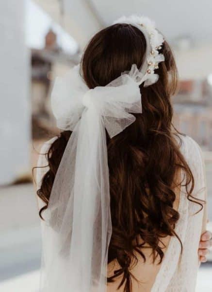 accessoire cheveux de mariée avec perles et fleurs
